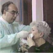 Hastaya manometri kateteri yutturuluyor
